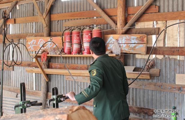 东宁镇开展木材加工厂安全检查